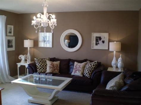 accent color  tan  white room home decorating ideas
