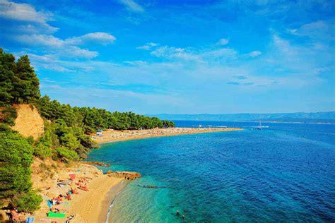 croatias dalmatian coast    beautiful shoreline