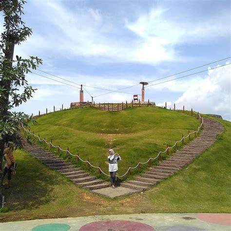 Taman mini indonesia indah merupakan tempat wisata yang berada di jakarta. Lokasi, Rute dan Harga Tiket Masuk Bukit Cinta Pamekasan Madura