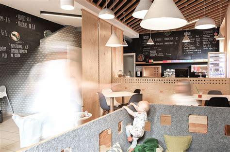 moderne cafe inrichting hippe koffiebar met speels interieur binnenkijken