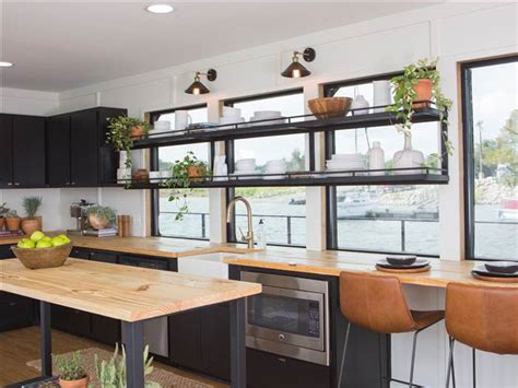 Fixer Upper House Boat by Chip And Joanna Gaines Fix Up A Rundown Houseboat Today