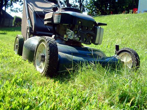 Four-cycle Engine Lawn Mower Maintenance