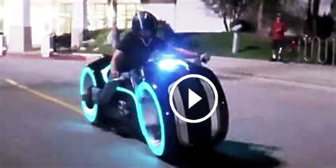 Thinking about the future is not an easy task. The All-Electric TRON LIGHT CYCLE Built By The Parker Brothers Makes A Head-Snapping Case For ...