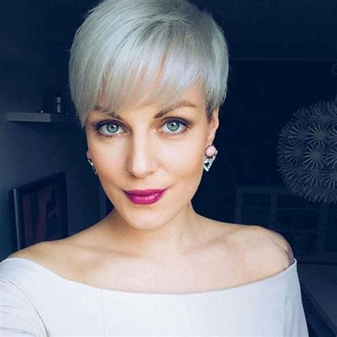 short hairstyle grey  fashion  women