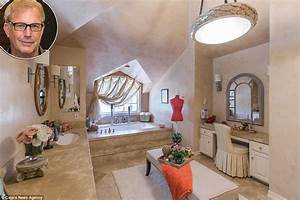 Celebrity's lavish bathrooms from Marilyn Monroe to Mike