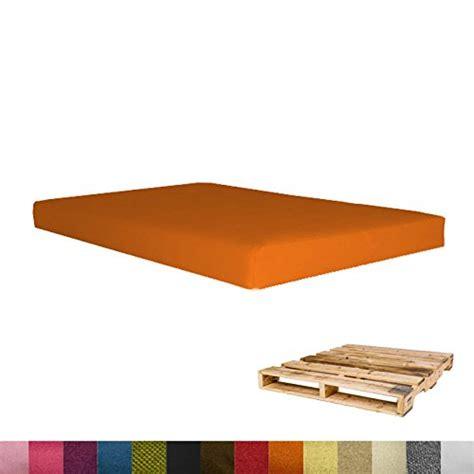coussin pour canapé palette coussins pour salon de jardin pas cher