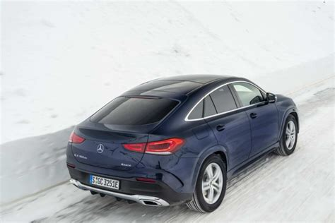 While a base gle starting at $54,750 may seem expensive, it's actually about average in a segment with a wide range of prices. Mercedes-Benz GLE 350 de hybrid Coupe (2020) | Reviews | Complete Car