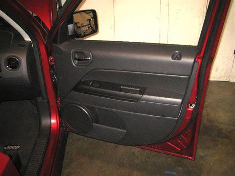 jeep door removal 2007 2016 jeep patriot interior door panel removal guide 001