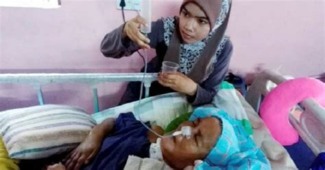 gadis sanggup cuti  gaji demi menjaga ibu terlantar