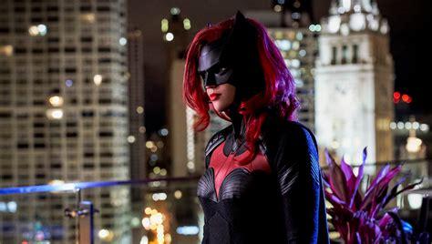 batwoman body swaps star  cws elseworlds superhero