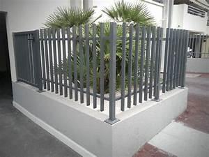 cloture de jardin en aluminium cobtsacom With jardin et piscine design 2 des clatures de jardin design pour delimiter avec style