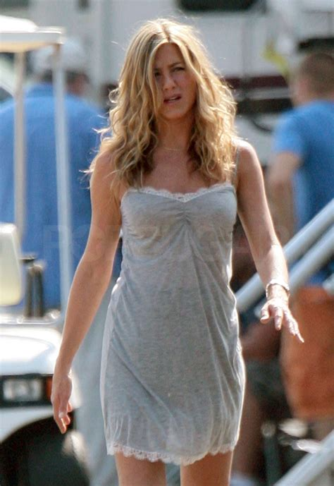Photos Of Jennifer Aniston On Nj Set Of The Bounty