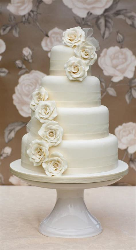 Alternatives To The Traditional Wedding Cake Wedding