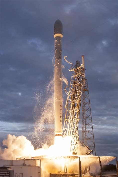 SpaceX - SpX CRS-7 - Falcon 9 v1.1 Rocket Launch