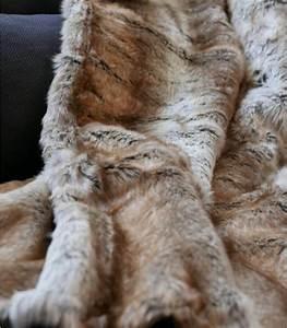 Plaid En Fourrure : plaid fausse fourrure renard 150 x 170 cm plaid addict vente en ligne de plaids fausse fourrure ~ Teatrodelosmanantiales.com Idées de Décoration