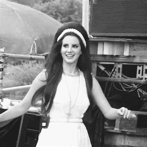 lana del rey gif find share on giphy