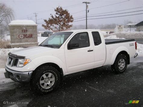 2005 Avalanche White Nissan Frontier Nismo King Cab 4x4