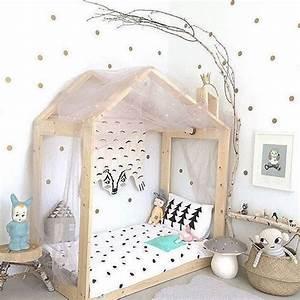 Lit Maison Fille : 1000 id es propos de lit cabane sur pinterest lit maison lit enfant cabane et lit montessori ~ Teatrodelosmanantiales.com Idées de Décoration