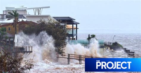 Discover the wonderland of australia. Byron Bay Beach Almost Gone As Wild Weather Smashes NSW ...