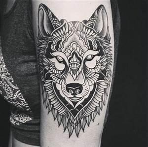 Tribal Tattoo Frau : 1001 ideen f r einen tollen wolf tattoo die ihnen sehr gut gefallen k nnten ~ Frokenaadalensverden.com Haus und Dekorationen