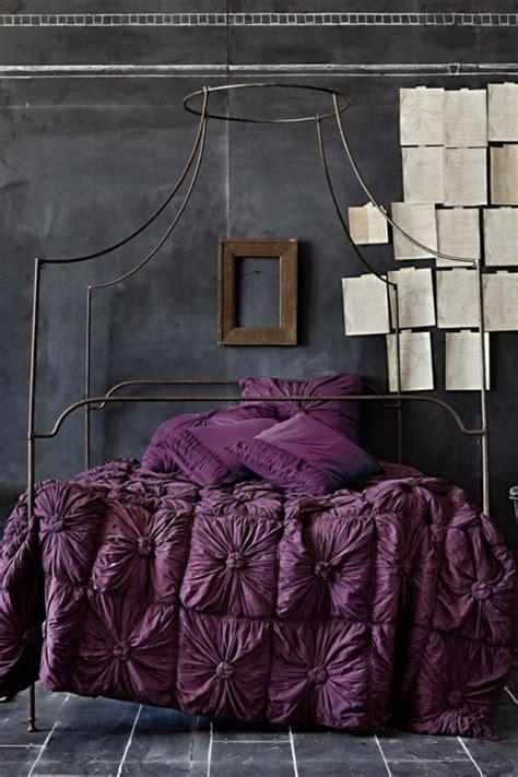 chambre violet et noir le tableau noir un choix atypique pour la déco de chambre