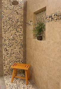 le carrelage galet pratique revetement pour la salle de bain With carrelage galet salle de bain