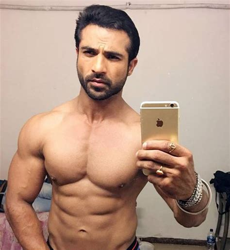 Tv Hunks Flaunt Their Sexy Abs Page 2