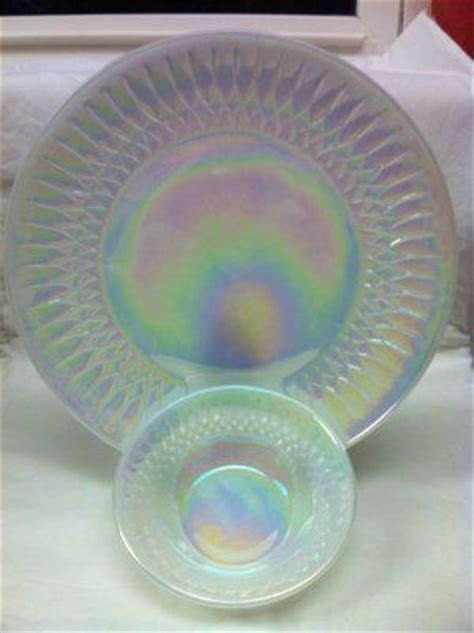 Federal Glass Moonglow Shell Pearl Iridescence 10? Dinner