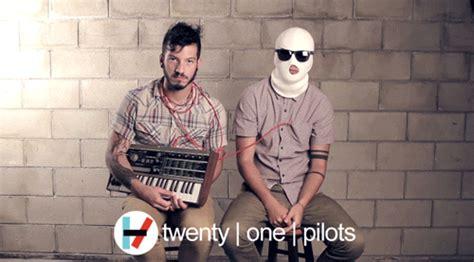 Twenty One Pilots Migraine Lyrics
