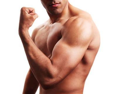 7 ejercicios con pesas para potenciar tus bíceps