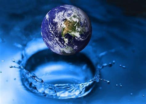 Sa uje gjendet ne toke dhe sa prej ketij uji eshte i ...