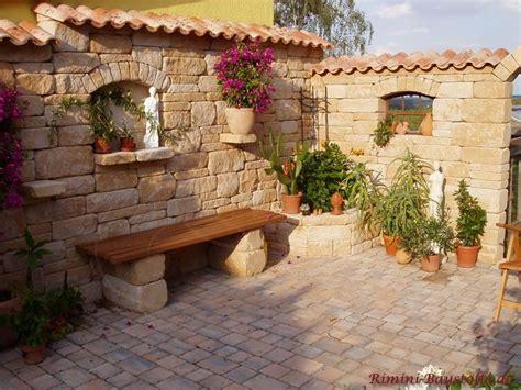 Garten Gestalten Mit Dachziegeln by Rustikale Natursteinmauer Mit Fenstern Und Rustikaler