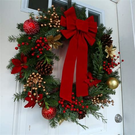 traditional christmas wreaths ideas christmas diy outdoor decor ideas that will wow your neighbors this year the art in life