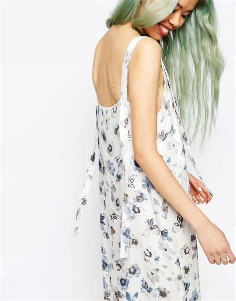 nouveau si鑒e social asos asos robe nuisette mi longue style salopette à imprimé fleuri numérique chez asos