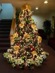 tree decorating ideas gold bows white lights decorated