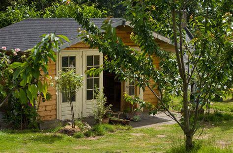 la cabane au fond du jardin a l ouest chambres d h 244 tes
