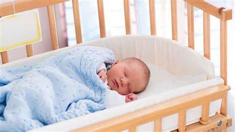 bébé dort dans sa chambre sommeil bébé sur le ventre le dos le côté comment