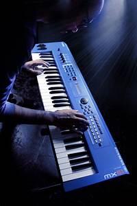 London Lights Tour Yamaha Mx61 Version 2 Synthesizer 61 Key Edition In Blue
