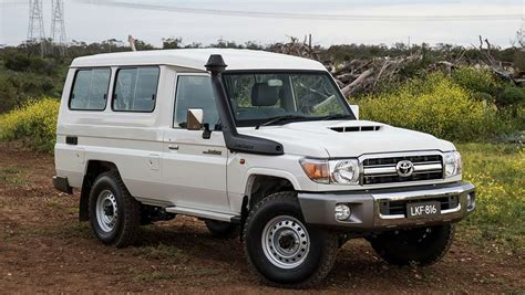toyota landcruiser  series troopcarrier  review