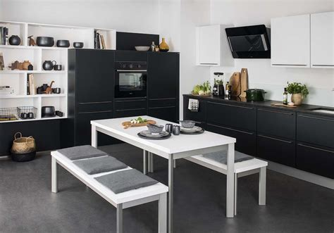 cuisine de la cuisine et blanche plus contemporaine que jamais