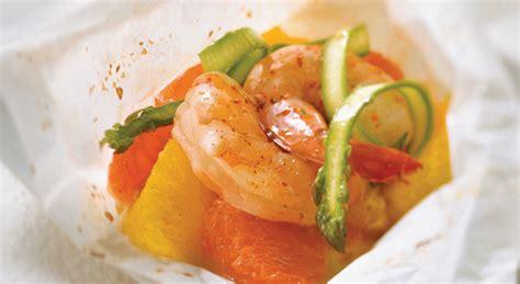 cuisiner asperges des papillotes de gambas aux agrumes asperges et piment