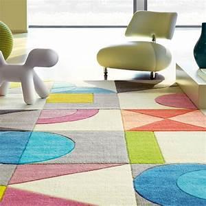 Tapis Geometrique Noir Et Blanc : tapis design multicolore g om trique flamingo road tons pastels par arte espina ~ Teatrodelosmanantiales.com Idées de Décoration