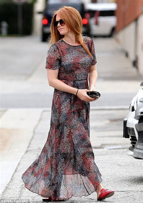 actress fisher of nocturnal animals crossword isla fisher pers herself at la hair salon daily mail