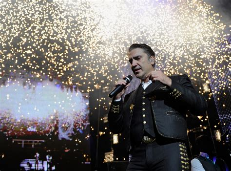 Alejandro Fernández Gay Club Photo: Singer Opens Up After ...