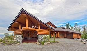 10 Harmonious Contemporary Log Homes