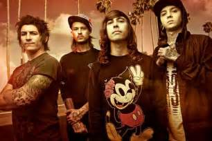 Pierce The Ceil by Pierce The Veil Premiere S King For A Day Music Video