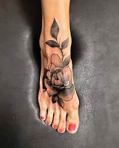 Tatouage De Femme : tatouage rose femme symboliques styles et tendances ~ Melissatoandfro.com Idées de Décoration