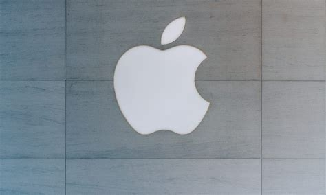 Apple's Retail Head Ahrendts Steps Down