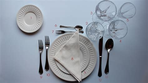 come posizionare i bicchieri a tavola come si apparecchia la tavola secondo il galateo le