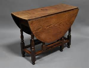Early 18th Century Oak And Ash Oval Gateleg Table